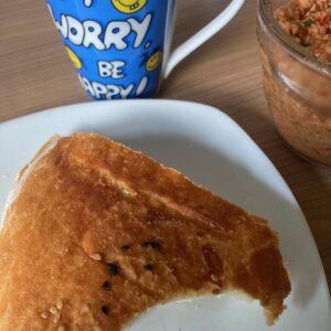 Frühstück Fladenbrot mit Brotaufstrich