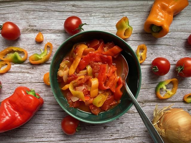 Letscho mit Tomate und Paprika